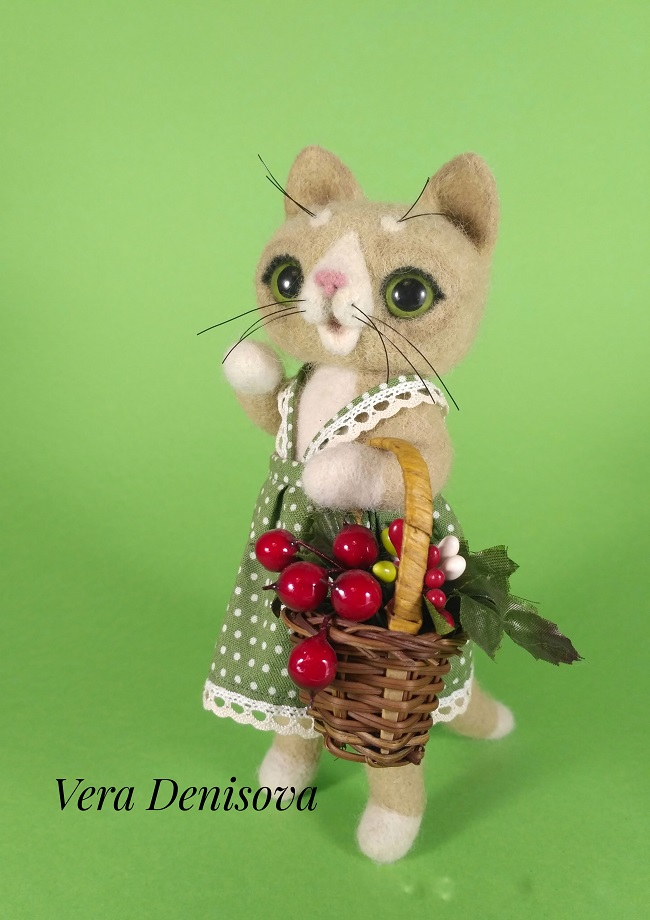 Кошка Варя с корзиной