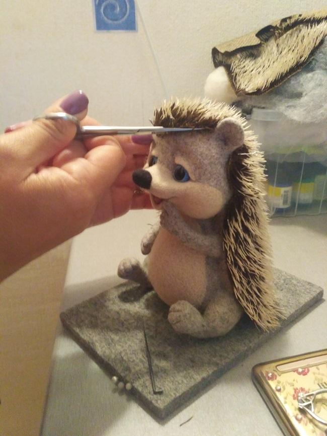 подстригаю ёжику мех