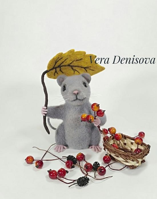 валяная мышка под листиком