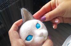 Маскарадная кошка из войлока