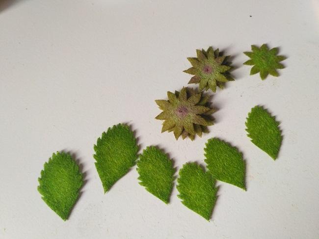 листья от ягоды земляника из шерсти