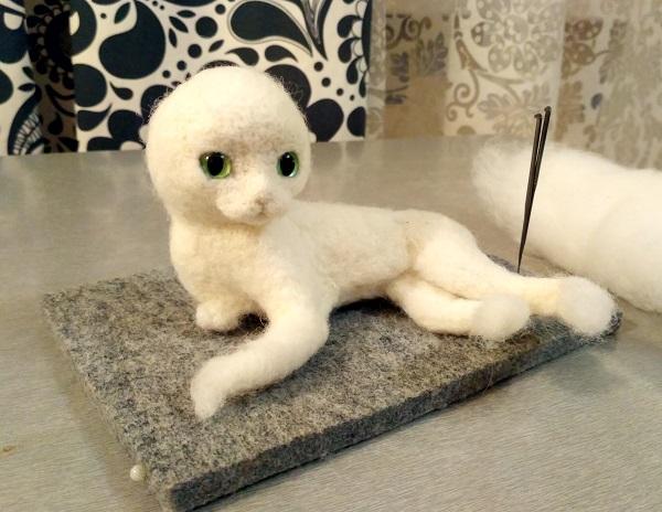 реальный котенок из шерсти