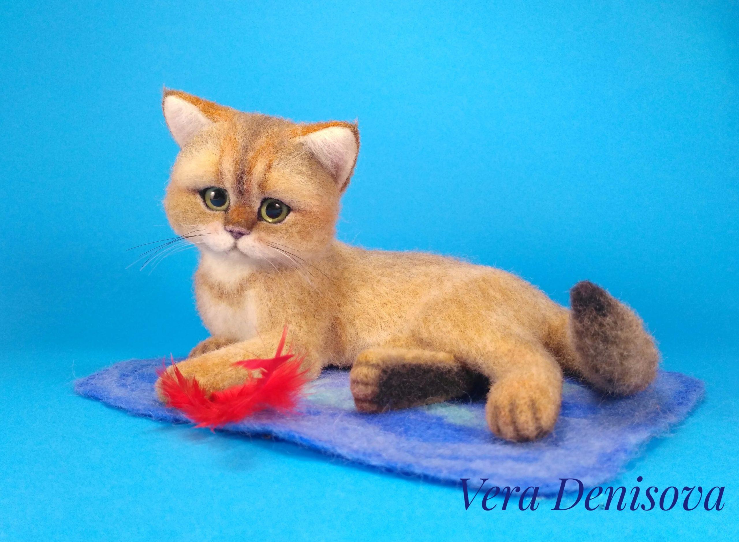 игрушка котенок с перышком