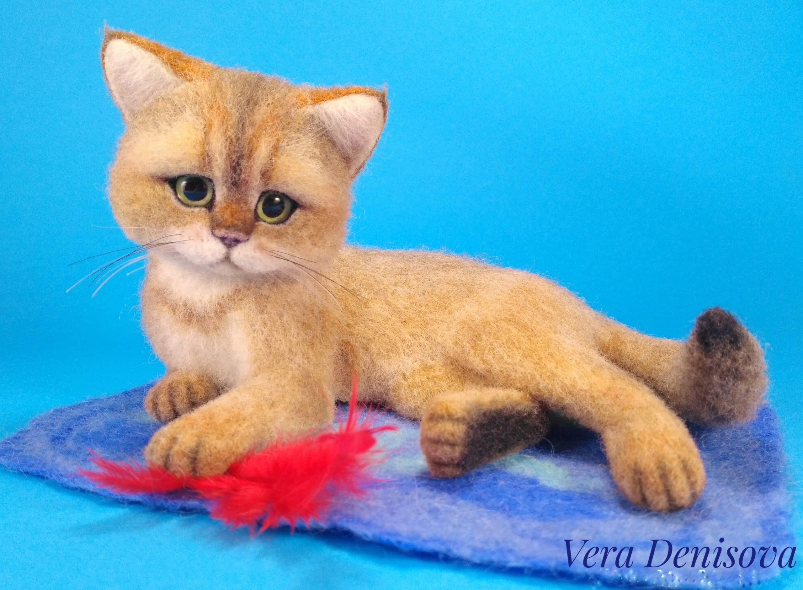 продажа игрушки котенка с перышком из шерсти